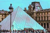 художественный музей лувр, париж — Стоковое фото