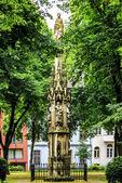 Santa coluna marias na frente da basílica de saint gereon em colónia — Fotografia Stock