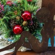 Christmas arrangement with angel sculpture — Stock Photo
