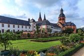 Convent bahçe ve seligenstadt nehri ana, almanya üzerinde bazilikası — Stok fotoğraf