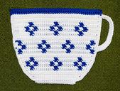 Crochet potholder, white cup — Stock Photo