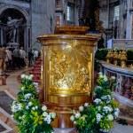 Rome, St. Peter's Basilica interior — Stock Photo