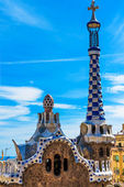 Colorful mosaic building in Park Guell Barcelona, Spain — Foto de Stock