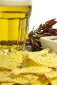 Nachos und scharfe sauce — Stockfoto