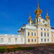 The ancient architecture of the city park of Peterhof. Golden Autumn. — Stock Photo