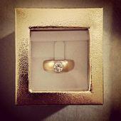 Golden Diamond Ring — Stock Photo