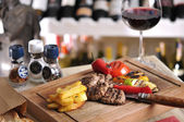 Barbekü Izgara biftek, köfte ve tavuk — Stok fotoğraf