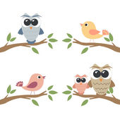 Set of owls and birds sitting on branch — Stock Vector