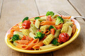 Pasta penne salad with broccoli, carrot, corn, and tomatoes on t — Stock Photo