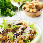 Caesar chicken salad — Stockfoto