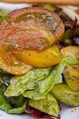 Salát se zeleninou a bylinkami — Stock fotografie