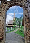 Iglesia y puerta de madera — Foto de Stock