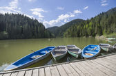 Boat docks on lake — Stock Photo