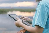 Lifestyle Tablet Tech User Enjoying Vacation — Stock Photo