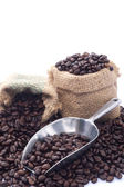 Kávová zrna v sáčku — Stock fotografie
