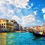 Venice Grand canal with gondolas and Rialto Bridge, Italy — Stock Photo