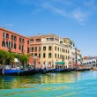 Venice Grand canal with gondolas and Rialto Bridge, Italy — Fotografia Stock  #22460291