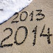 Happy New Year 2014 replace 2013 concept on the sea beach — Stock fotografie