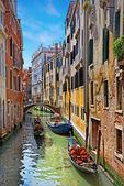 Venecia gran canal con góndolas, italia en día soleado de verano — Foto de Stock
