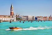 Sea view Piazza San Marco with Campanile and Doge Palace — Stock Photo