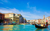 Venice Grand canal with gondolas and Rialto Bridge, Italy — 图库照片