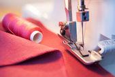 缝制过程中的阶段 overstitching — 图库照片