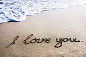 "Words ""I love you"" outline on the wet sand with the wave brillia — Foto de Stock"