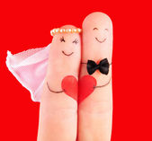 Wedding concept, newlyweds with heart against red background, p — Zdjęcie stockowe