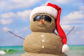 Snowman made out of sand against the sky. Christmas concept. — Stock Photo
