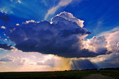 Big cumuli cloud with sun rays — Stock Photo