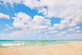 Beautiful panorama of sea beach with waves and blue cloudy sky — Stock Photo