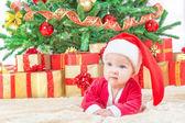 Niño en sombrero de la navidad — Foto de Stock