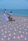 Sea beach deki mumlar günbatımı karşı öneri — Stok fotoğraf
