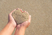 "Hands holding a sand in form of the heart with text ""I love you"" — ストック写真"