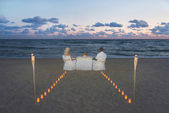 Couple at sea beach during luxury romantic dinner — Stok fotoğraf