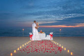Couple share a romantic dinner with candles — Stock fotografie