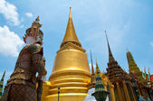 Golden Pagoda of Wat Phra Kaew temple — Stock Photo