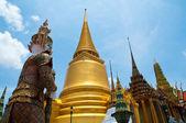 Golden Pagoda of Wat Phra Kaew temple — Stock Photo