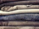 Stack blå jeans — Stockfoto