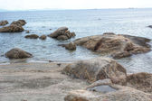 Rocky coast on the beach — Stockfoto