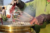 Incense sticks burning — Stockfoto