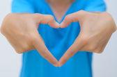 Man hand in hart vorm reiken — Stockfoto