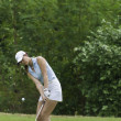 Michelle Wie chips golf ball — Stok fotoğraf