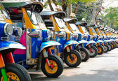 Tuk tuks taxi lined up — Stock Photo