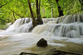 Natur hintergrund des wasserfalls — Stockfoto