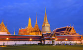Famous Thai temple of Wat Phra Kaew — Stock Photo