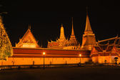 Famous Thai temple in night view — Stock Photo