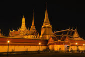 Beautiful Thai temple in night view — Stock Photo