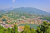 Ciudad y lago sapa — Foto de Stock