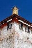 Tibetan temple roof decoration — Stock Photo